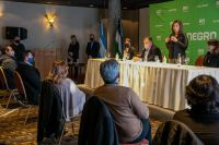 Firmaron el contrato para las obras de infraestructura para 200 lotes en El Frutillar