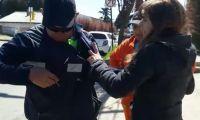 Una pareja que agredió a un inspector de tránsito pidió perdón