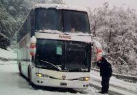 Vehículos y turistas varados por la nevada