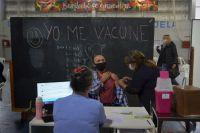 Comenzaron a vacunar a personas de entre 50 y 59 años sin factores de riesgo