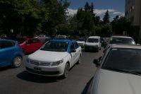 Reclaman soluciones ante la escasez de lugares para estacionar en la ciudad