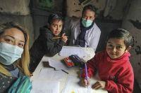 Docentes rurales visitan a alumnos que no pueden estudiar de manera virtual