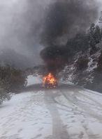 Venían de vacaciones y su auto se prendió fuego en la ruta